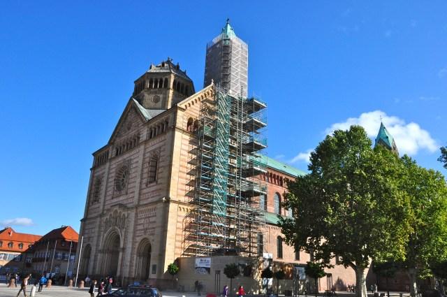 A fachada frontal da Catedral de Speyer