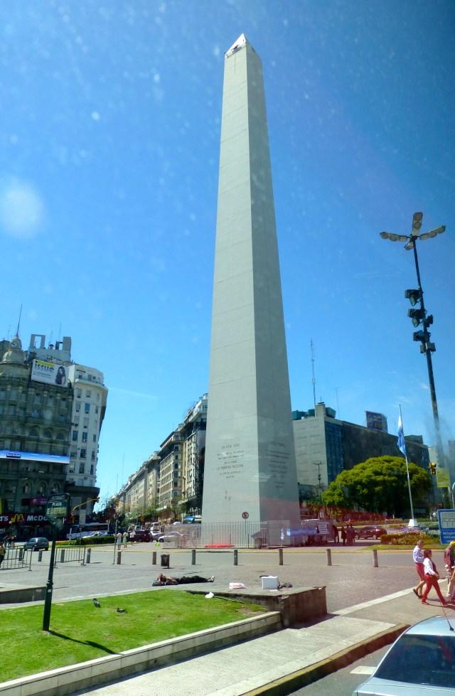 O Obelisco na Avenida Nove de Julho