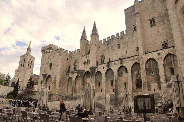 O Palácio dos Papas.