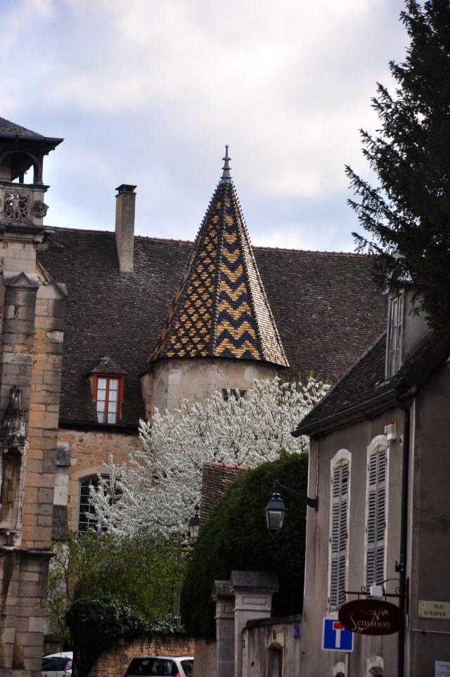 Os telhados coloridos são uma marca em Beaune.