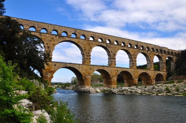 A Pont du Gard tem 2000 anos de existência.
