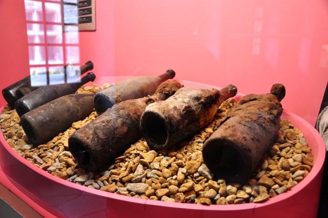 Garrafas muito antigas de vinhos da Borgonha - Joaquim Nery