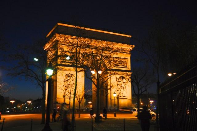 A Champs-Elysées à noite