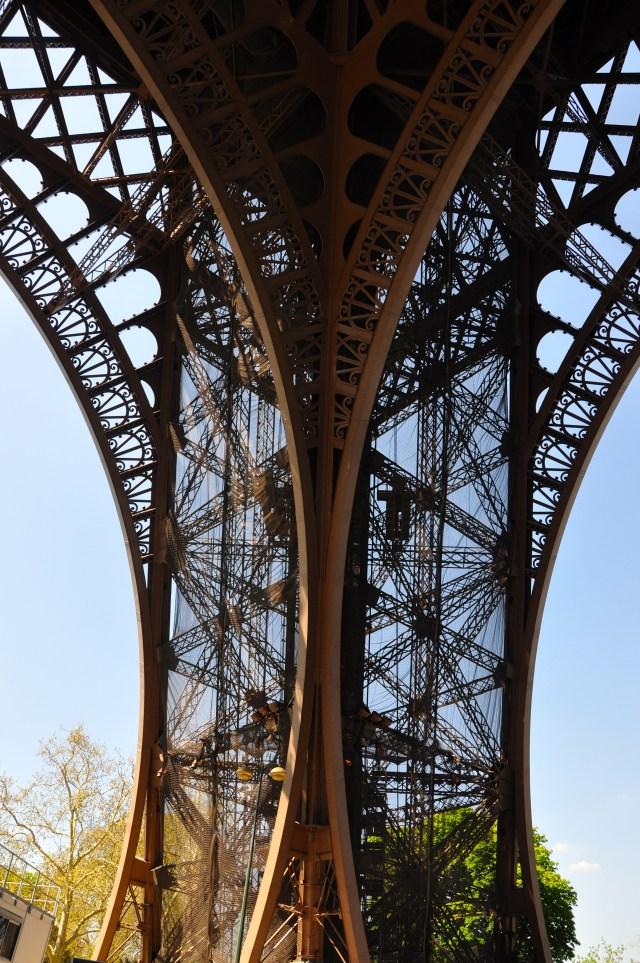 As propriedades do aço demonstradas pela Torre Eiffel.