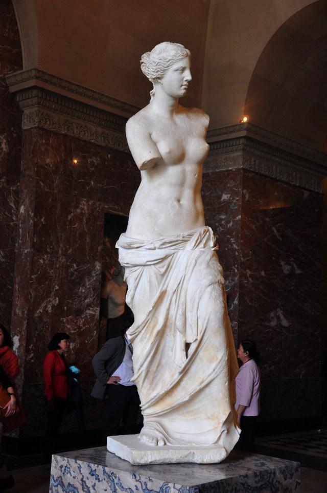 A imponência e beleza da Vênus de Milo.