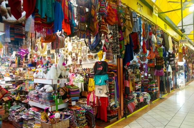 O rico artesanato do Peru está presente nos mercados de Miraflores.
