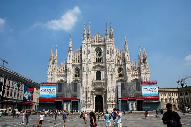A magnífica fachada da Catedral de Milão.