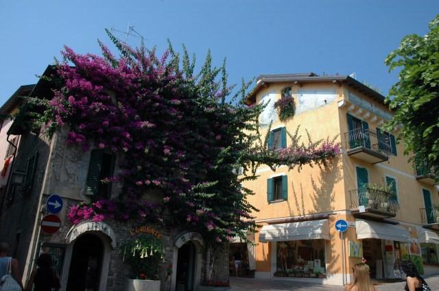A vila ao redor do Castelo é um charme.