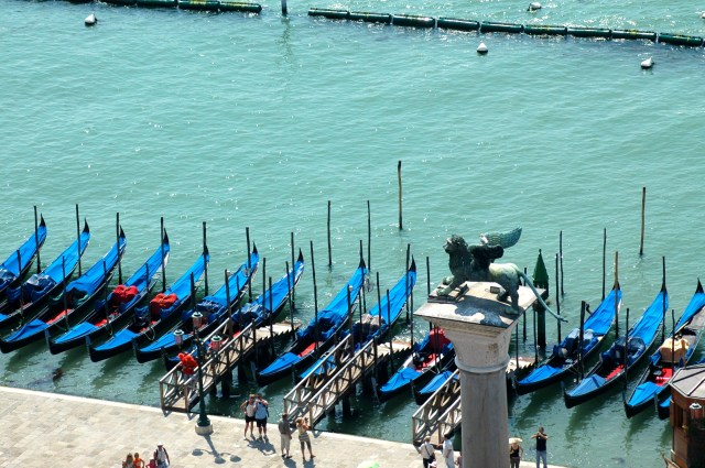 As gôndolas de Veneza.