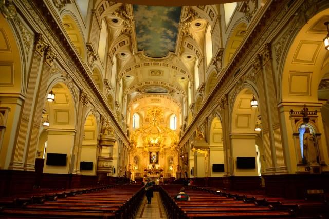 O magnífico interior da Basílica de Notre Dame de Quebec