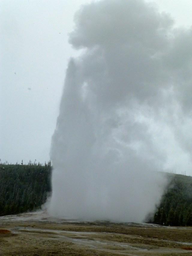 A erupção espetacular aconteceu no momento exato.