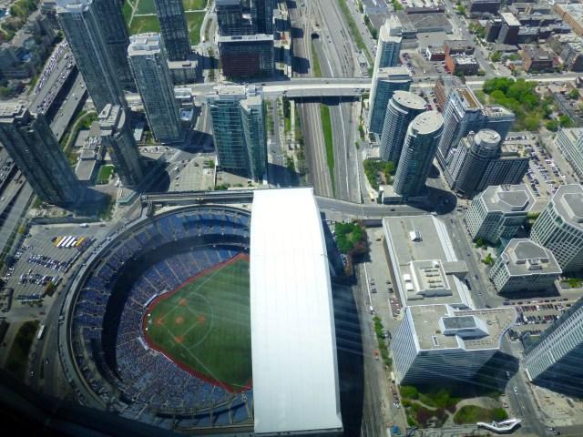 O Roger Centre visto do alto da CN Tower.