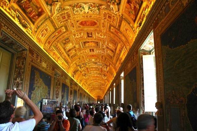Corredor no Museu do Vaticano.
