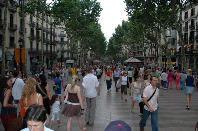 A cidade é jovem e bastante movimentada.