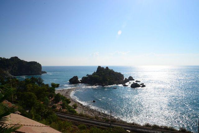 Demos uma última olhada para o mar de Taormina