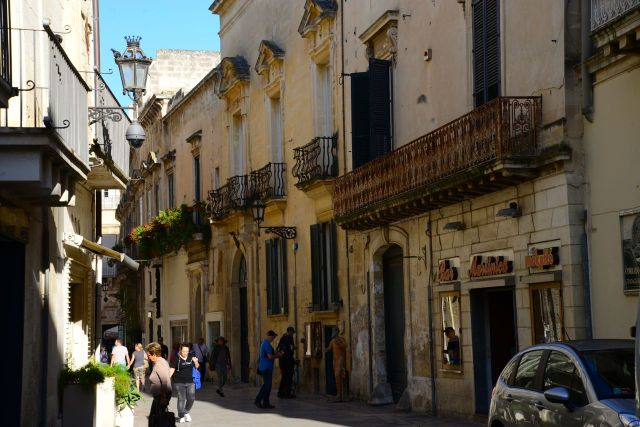 As ruas estreitas do centro histórico de Lecce.