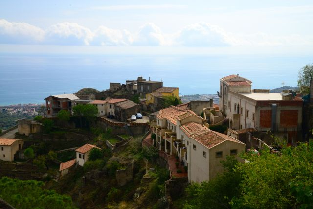 Uma pequena vila da Sicília.