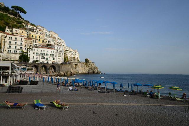 A praia de Amalfi.