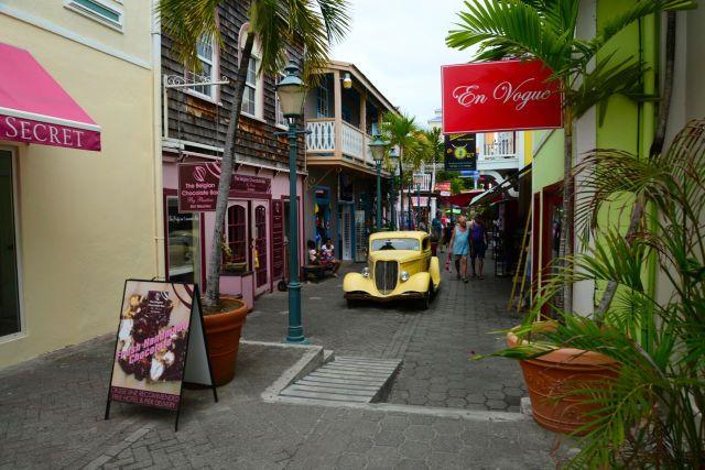 Saint Martin e Sint Maarten. Uma ilha dividida ao meio, com forte influência cosmopolita.