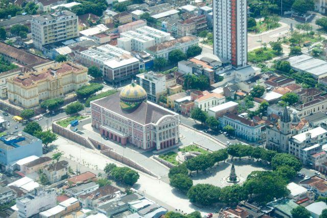 O Teatro de Manaus no Largo SãoSebastião.
