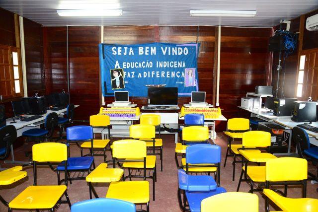 A sala de iniciação à informática na comunidade indígena.