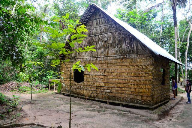 Cabana típica dos seringueiros da Amazônia.