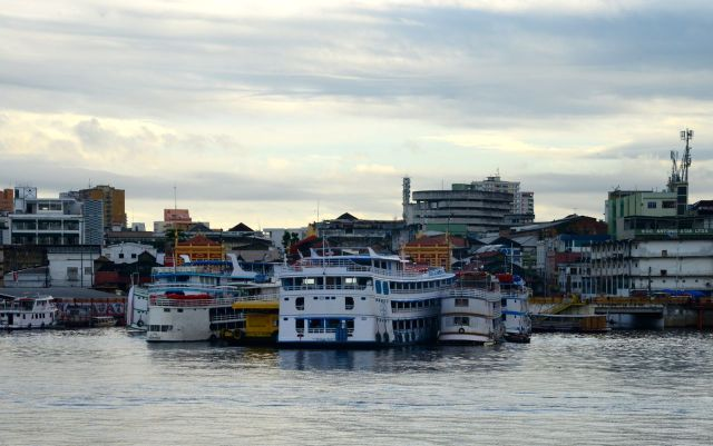 Chegando ao Porto de Manaus.