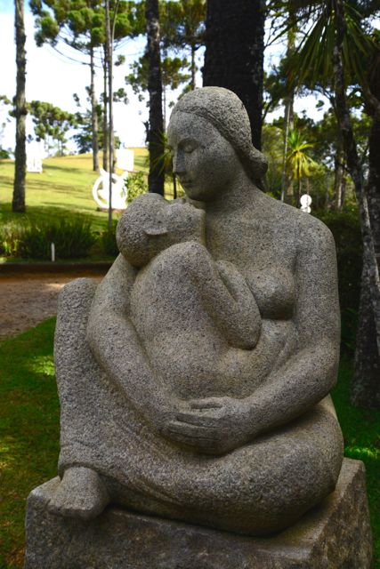 Escultura de Felícia Leirner.