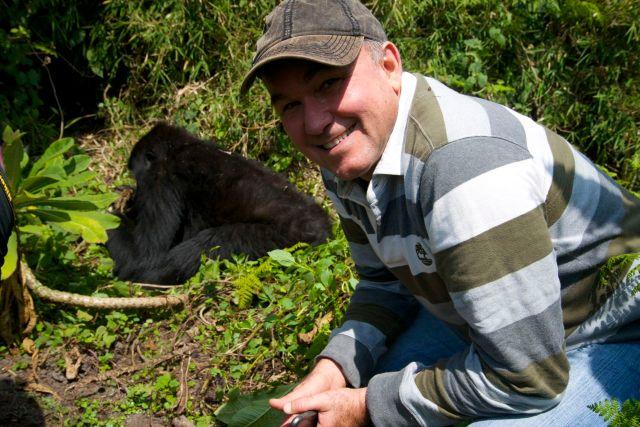 Lado a lado com os gorilas-das-montanhas.