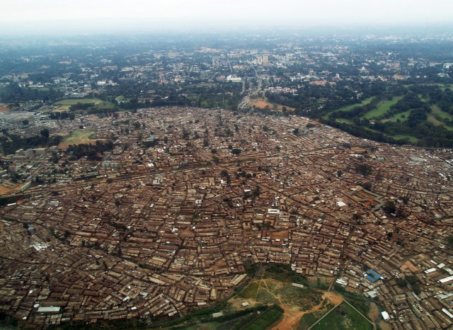 A gigantesca favela de Kibera - foto do site www.suggestkeyword.com