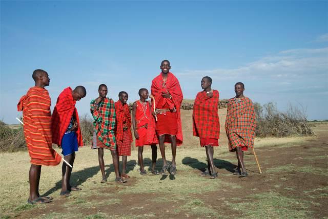 Os guerreiros Masai são altos e magros.