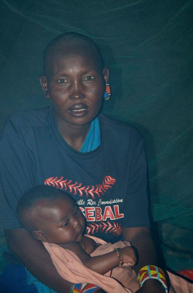 Jovem mãe masai.