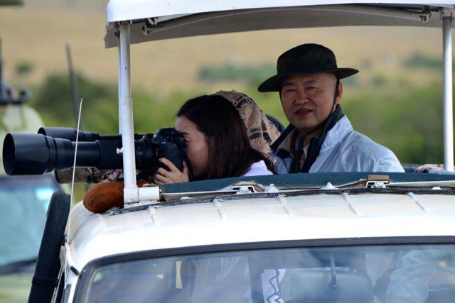 Vai gente do mundo inteiro na tentativa de flagrar a travessia dos gnus no Rio Mara.