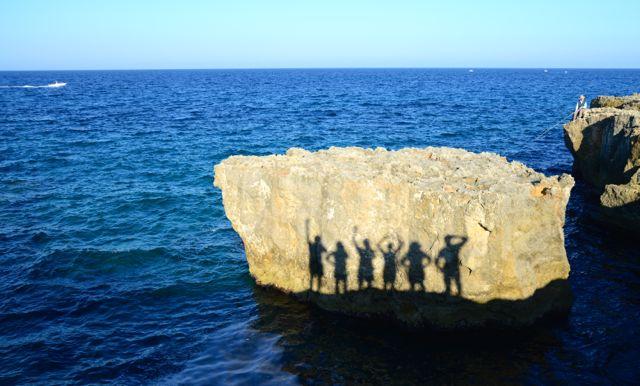 """Na Púglia, no sul da Itália, a inspiração foi fazer um """"selfie"""", aproveitando a sombra sobre as pedras."""