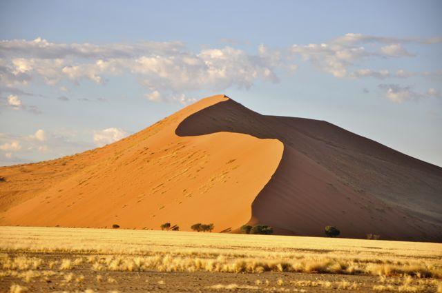 As dunas de areias vermelhas de Sossusvlei, na Namíbia.