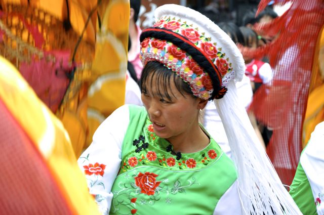 Coreografia do dragão chinês no Festival de Dali
