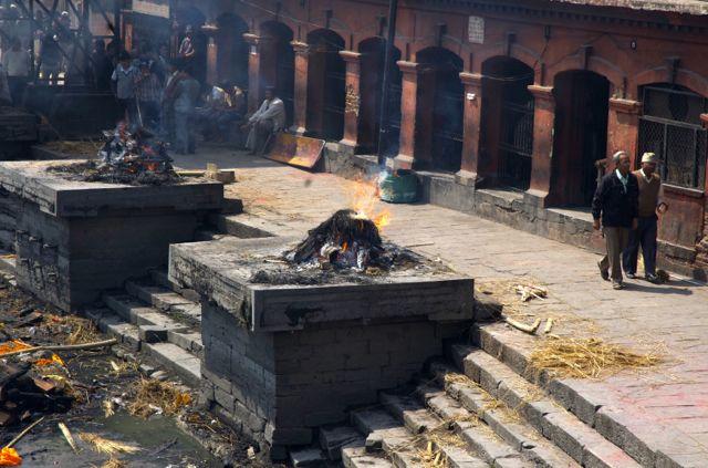 Cremações em Katmandu