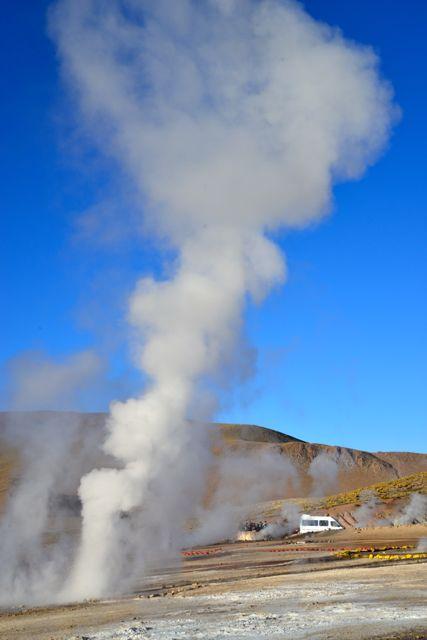 As erupções podem chegara a 10 metros de altura.