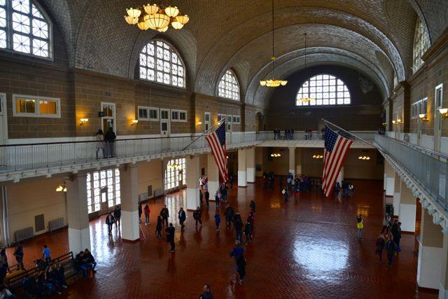 O salão principal de triagem dos imigrantes.