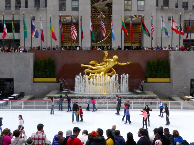 O centro de patinação do Rockfeller Center.