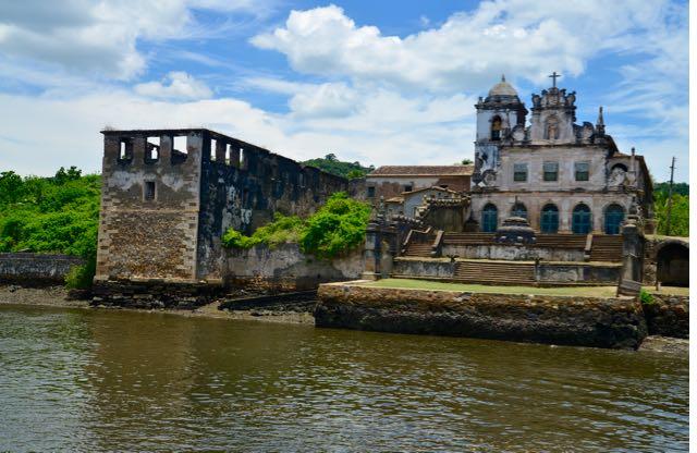 O convento está em ruínas.