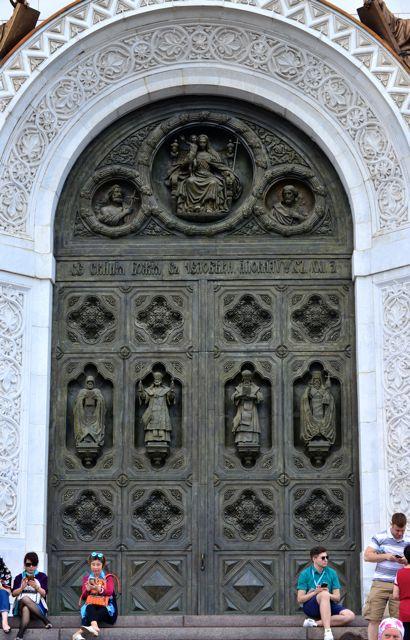 A porta principal da Catedral do Cristo Salvador.