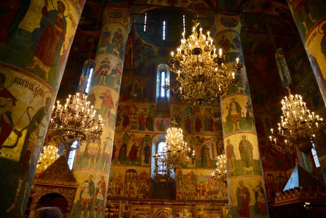 O interior da Catedral é exuberante.