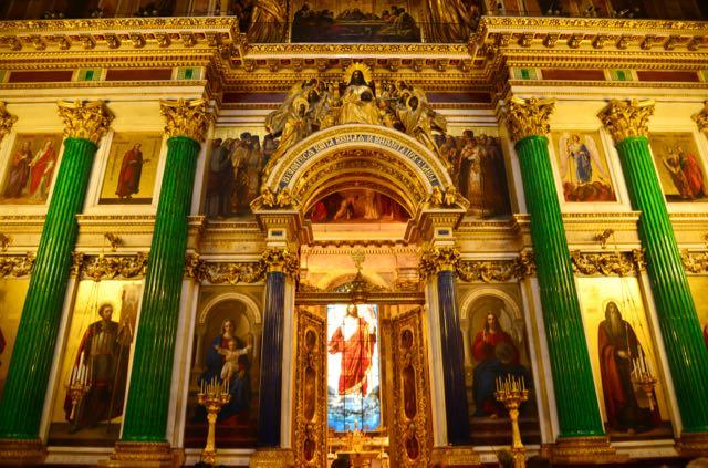 As belas colunas da Catedral de Santo Isaac.