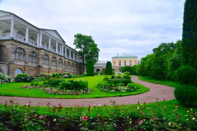 Vários palacetes compõem a área dos jardins.