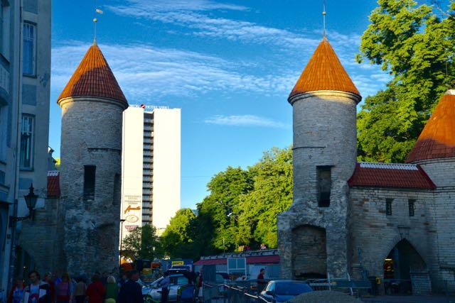 Um dos portões de entrada da cidade histórica de Talin.