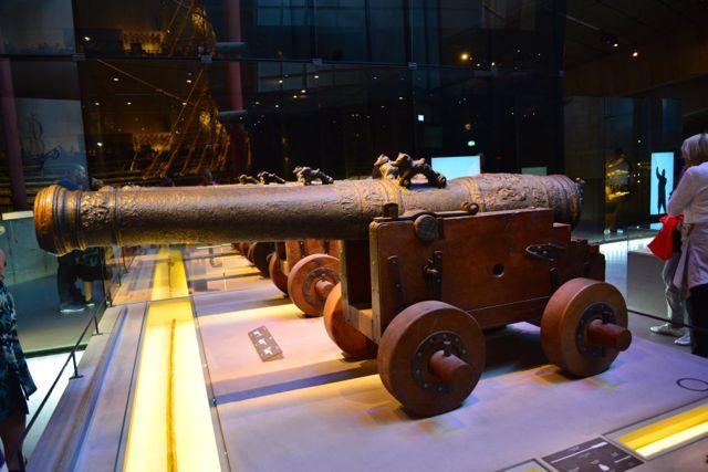 Um dos canhões resgatados do Barco Vasa.