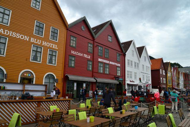 Um grande conjunto de lojas, museus, bares e restaurantes, no Bryggen