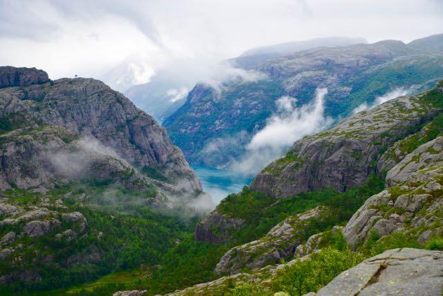 A paisagem ao longo da trilha é encantadora.