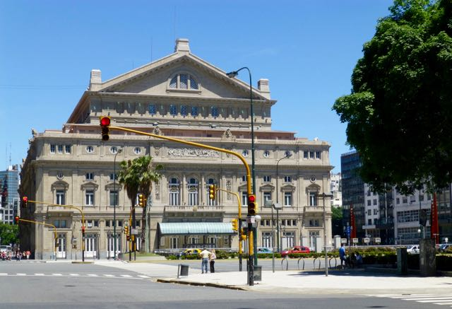 O Teatro Colon.